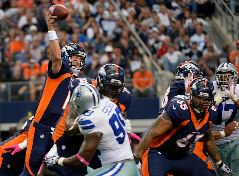 Manning mantuvo un duelo cara a cara con Tony Romo (Denverpost.com)