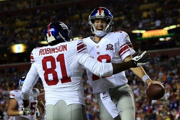 Eli Manning empieza a dominar el nuevo playbook. (AP)