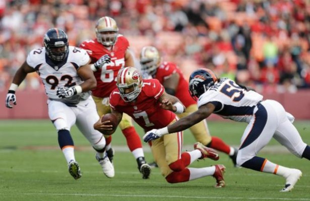 Colin Kapernick intentará robar el show a Peyton Manning (AP)