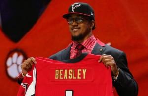 El LB Vic Beasley puede dar mucho juego a la defensa de los Falcons (USA Today)