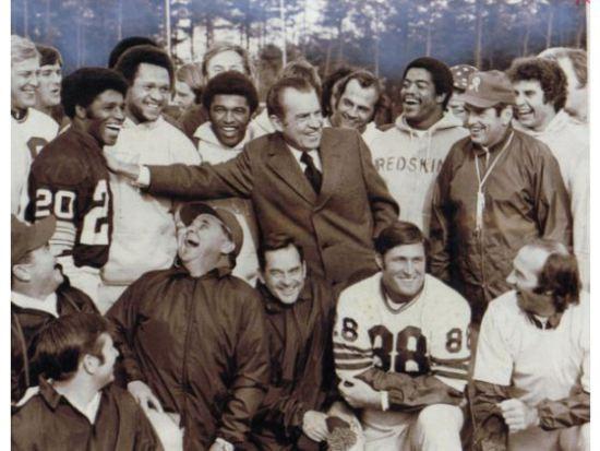 Richard Nixon en su visita a los Washington Redskins
