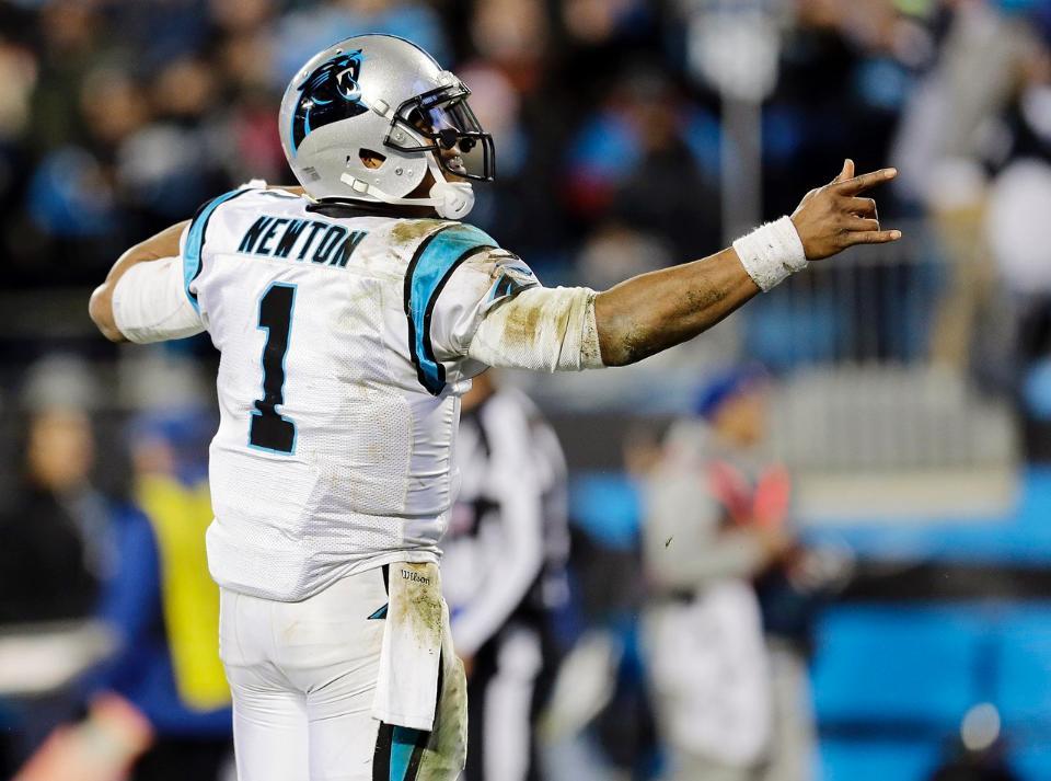 Cam Newton el Superman de Carolina (Panthers.com)